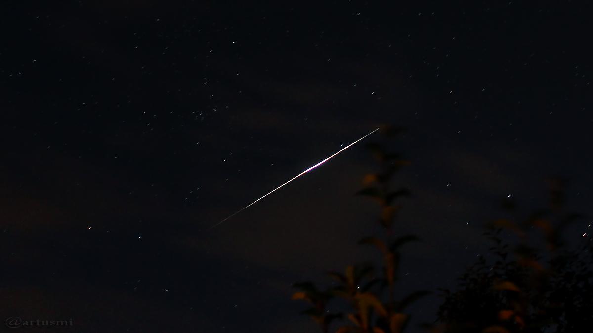 Flare des Satelliten Iridium 61 unterhalb Kassiopeia