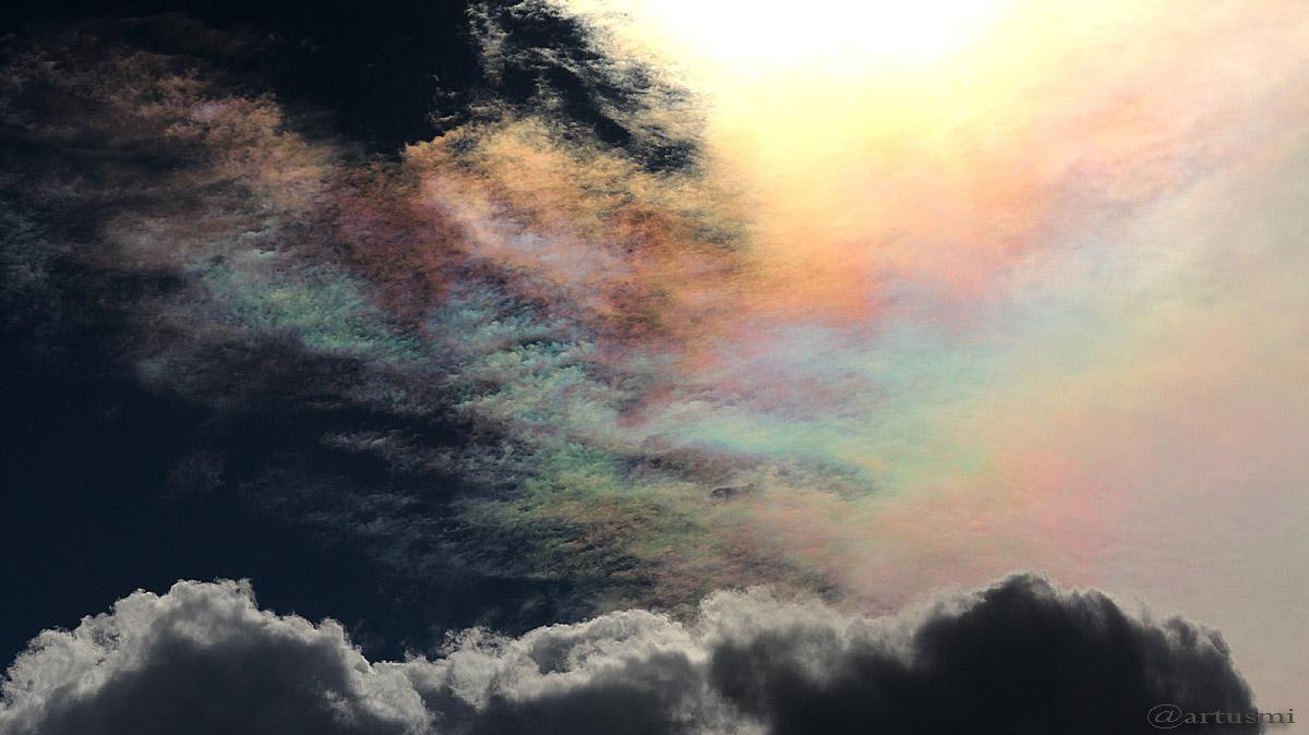 Die Farbenvielfalt der irisierenden Wolken