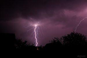 Erd- und Wolkenblitz am 8. Juli 2014 um 01:37 Uhr