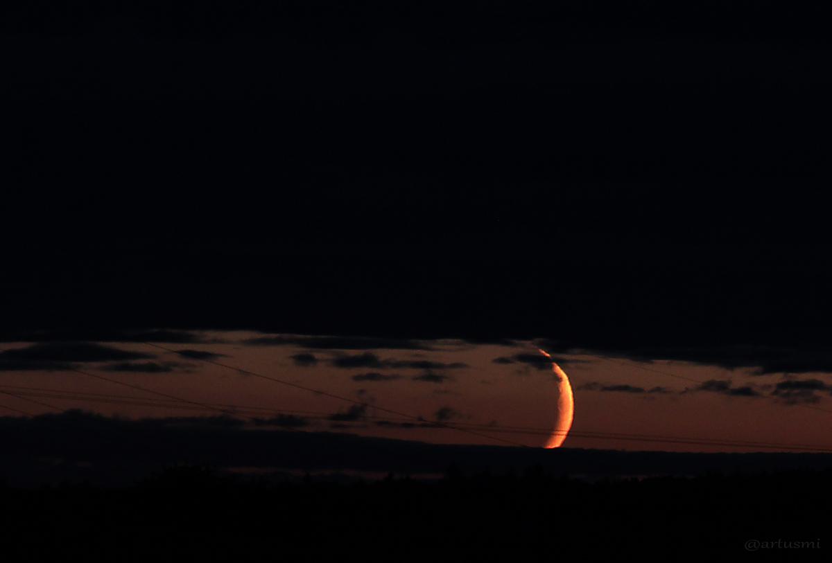 Schmale Mondsichel am 28.08.2014 um 21:00 Uhr am Westhimmel