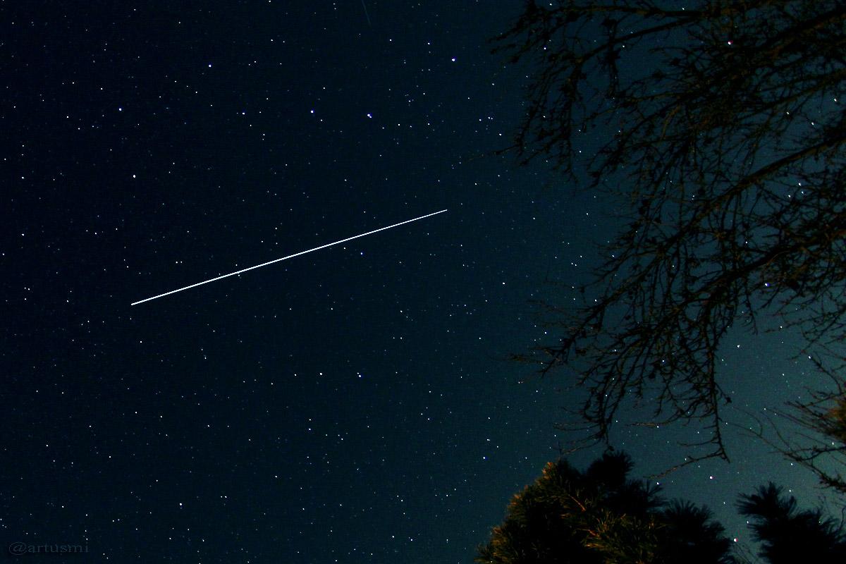Strichspur der ISS am 8. April 2015 um 22:07 Uhr am Nordost-Himmel.
