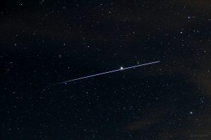 ISS passiert Jupiter und Regulus am 15. April 2015 um 22:17 Uhr und verschwindet im Erdschatten