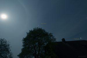 Mondhalo am 29. April 2015 um 22:34 Uhr mit Jupiter und Venus