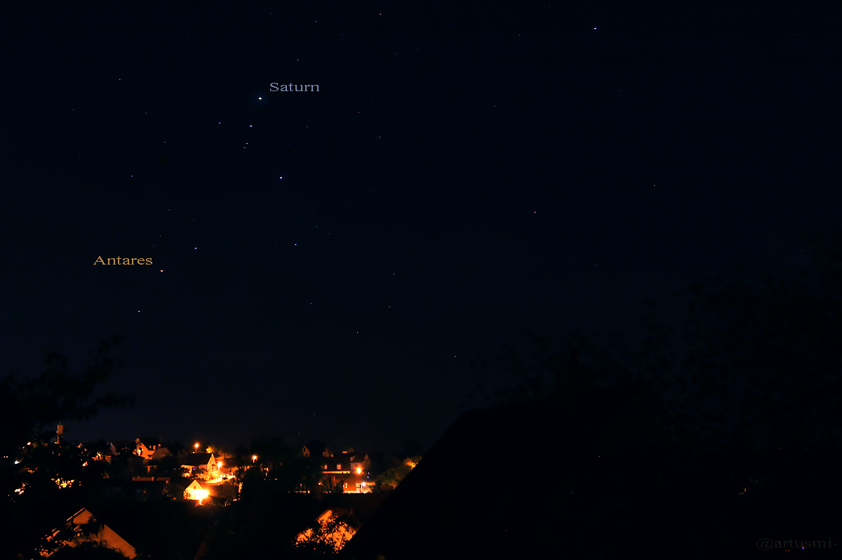 Saturn im Mai 2015 in der Schere des Skorpions