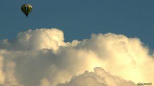 Heißluftballon am 1. September 2010 über den Wolken von Eisingen