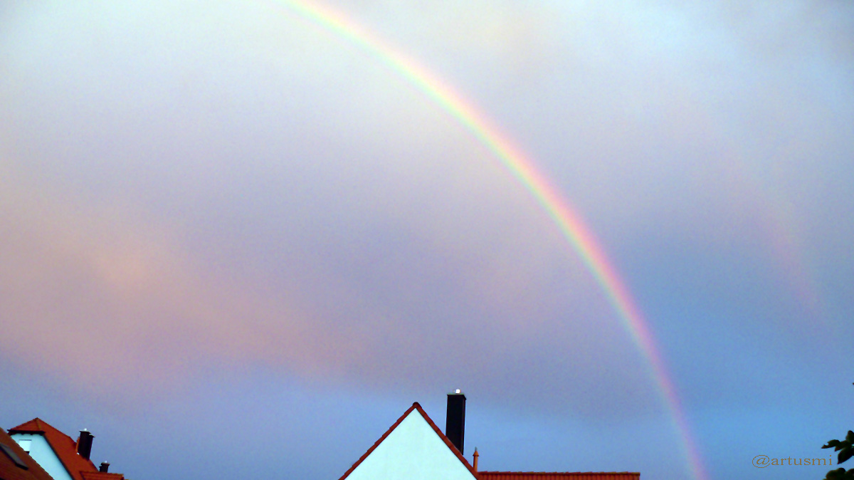 Regenbogen mit schwachem Nebenregenbogen