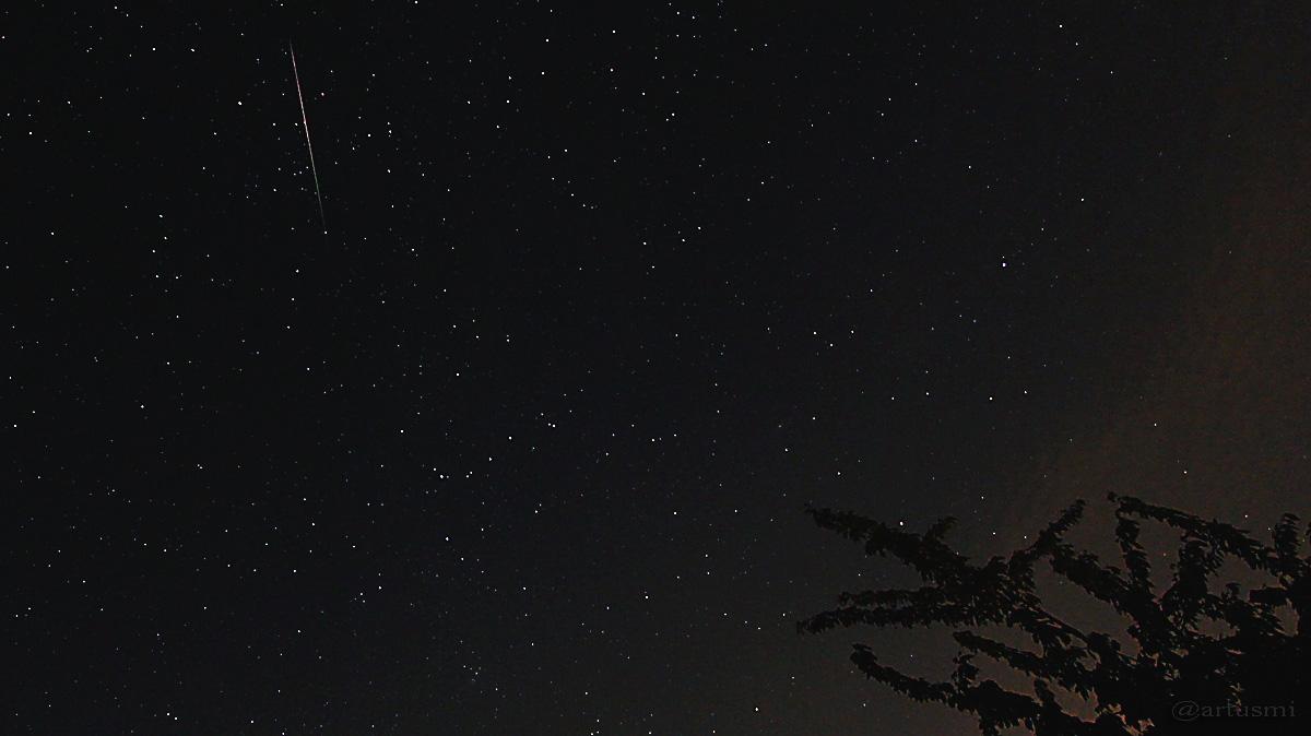 Meteor oberhalb von Kassiopeia - 13. August 2015 um 00:12 Uhr