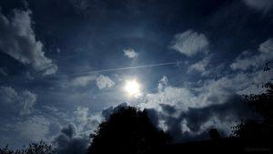 Schwaches Halo oberhalb der Sonne - 24. August 2015, 16:02 Uhr