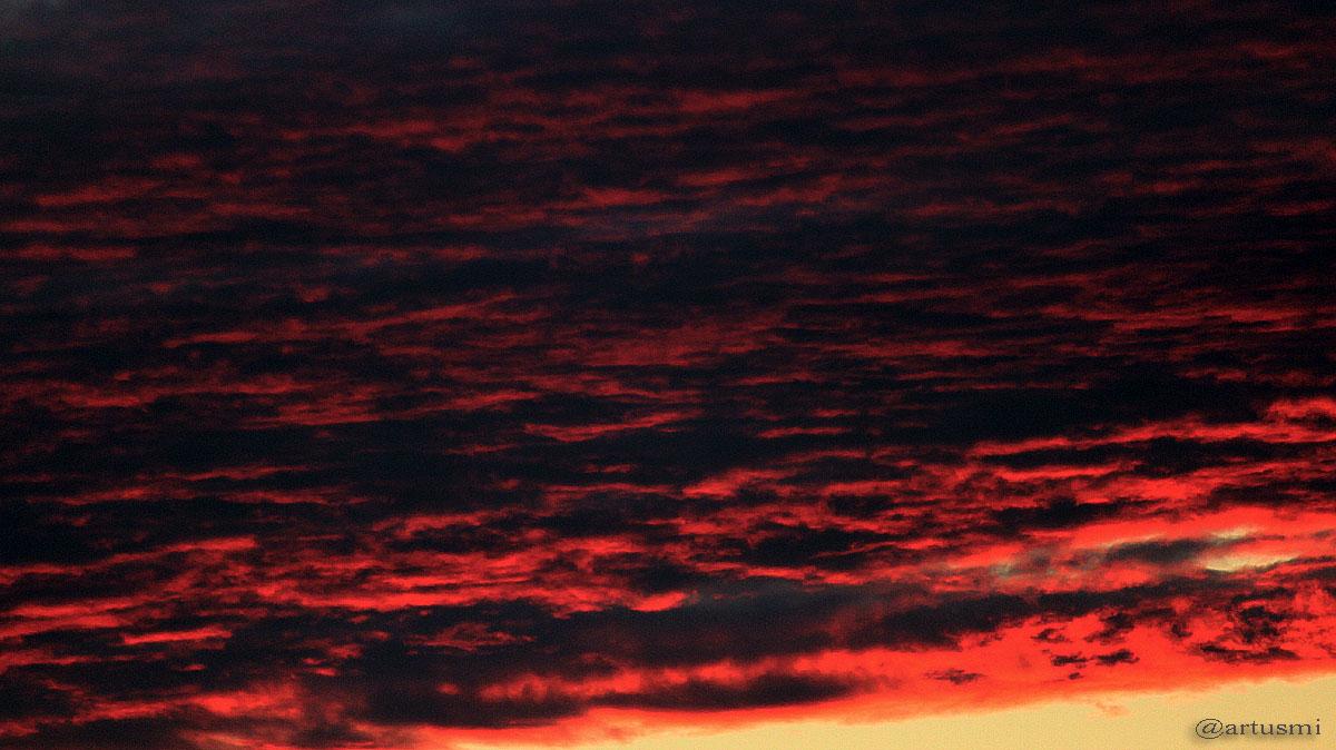 Wolken nach dem Sonnenuntergang am 13. September 2011 um 19:48 Uhr