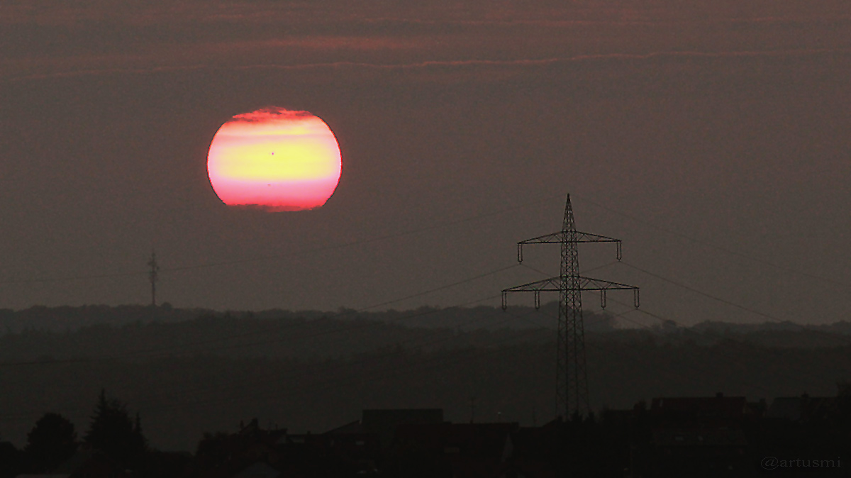 Sonnenuntergang mit Sonnenflecken am 10. September 2014 um 19:36 Uhr