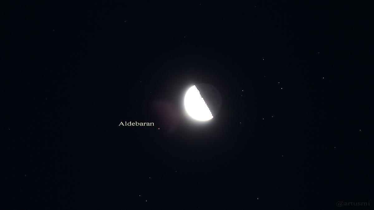Mond und Aldebaran am 5. September 2015 um 05:55 Uhr