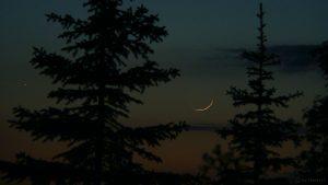 Merkur und schmale Mondsichel am 17. Mai 2007 um 22:04 Uhr