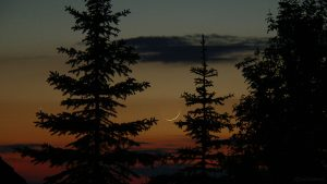 Merkur und schmale Mondsichel am 17. Mai 2007 um 22:10 Uhr