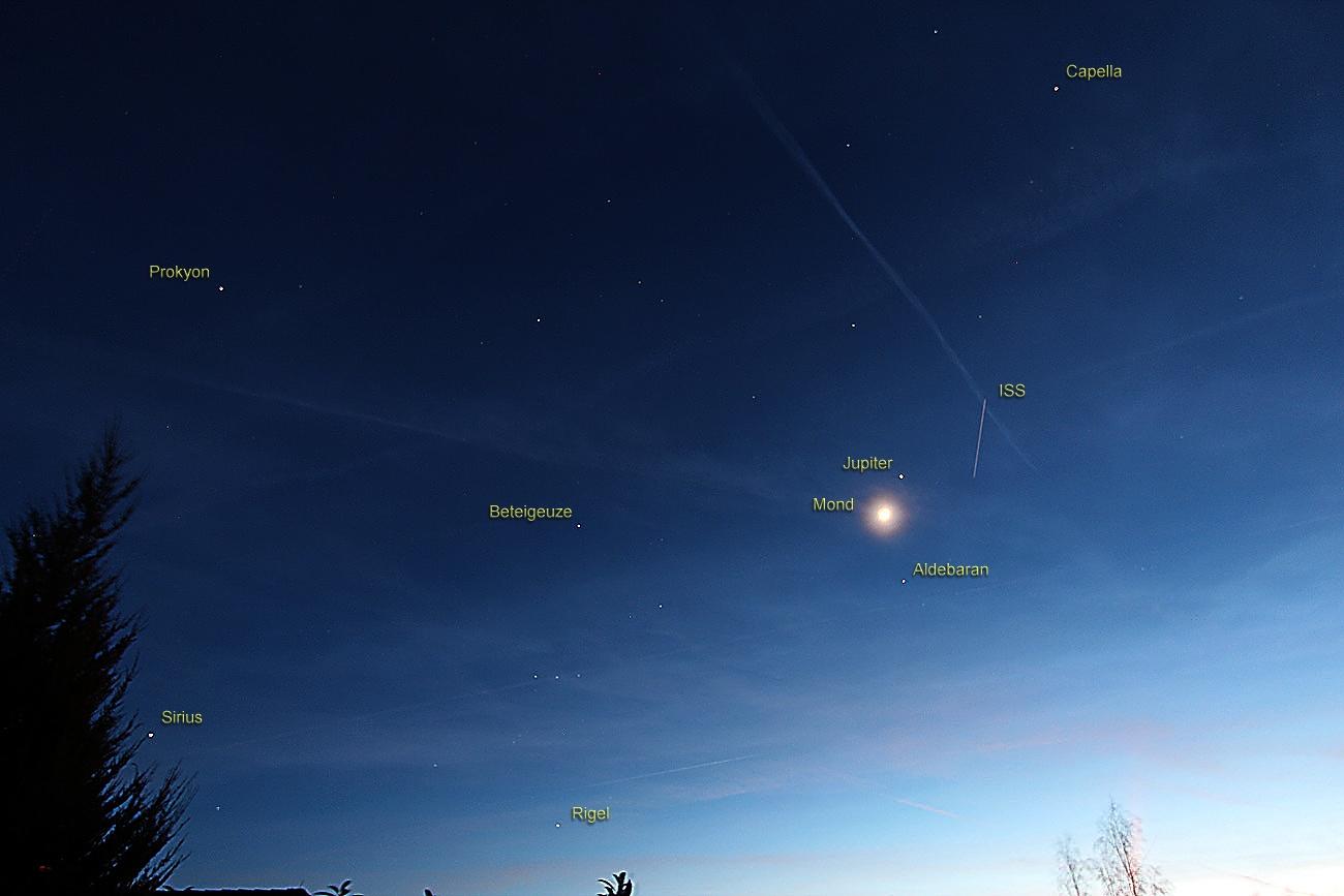 Konstellation von Mond, Jupiter und ISS am 14. April 2013 um 21:05 Uhr