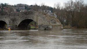 Alte Mainbrücke in Ochsenfurt im Lkr. Würzburg am 12. Dezember 2007 um 13:55 Uhr