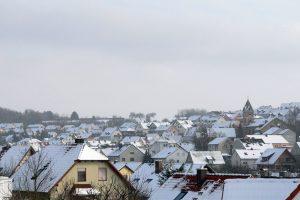 Schneebedecktes Eisingen am 13. Februar 2010 um 15:11 Uhr