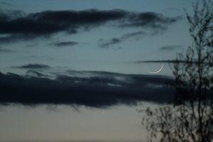 Jupiter und schmale Mondsichel am 22. April 2012 um 21:18 Uhr