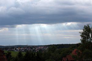 Lichtbüschel (Wolkenstrahlen) am 26. Mai 2015 um 18:22 Uhr