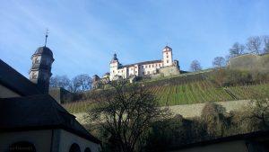 St. Burkard und Festung Marienberg in Würzburg am 14. Januar 2016 um 10:28 Uhr