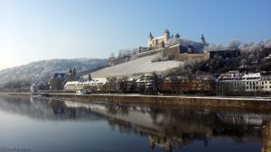 St. Burkard und Festung Marienberg in Würzburg am 22. Januar 2016 um 10:14 Uhr