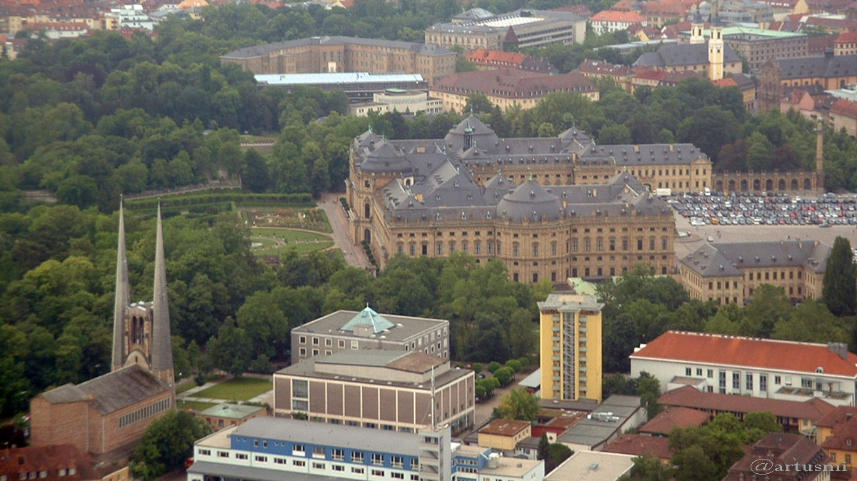 Würzburg - St. Johannis, Residenz und Feuerwache am 11. Juni 2004 um 10:54 Uhr