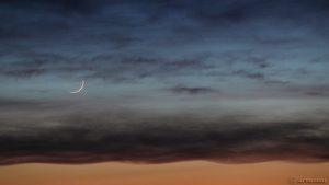 Schmale Mondsichel und Merkur am 8. April 2016 um 20:51 Uhr