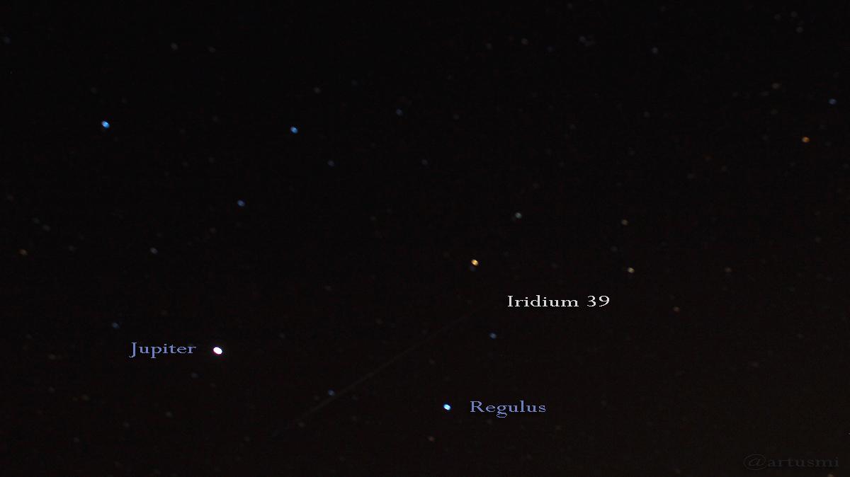 Iridium 39 zieht an Jupiter und Regulus vorbei
