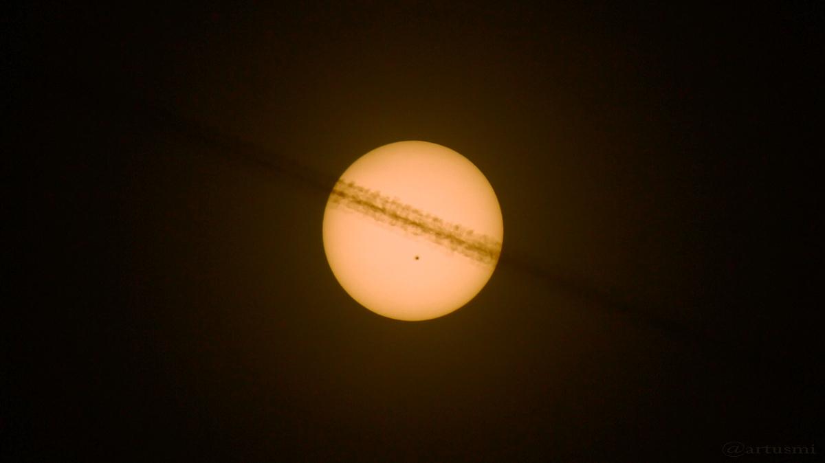Saturnähnliche Sonne mit Nabel