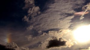 Linke Nebensonne und irisierende Wolken am 15. Juni 2016 um 19:41 Uhr
