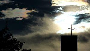 Irisierende Wolken am 17. Juni 2016 um 19:45 Uhr