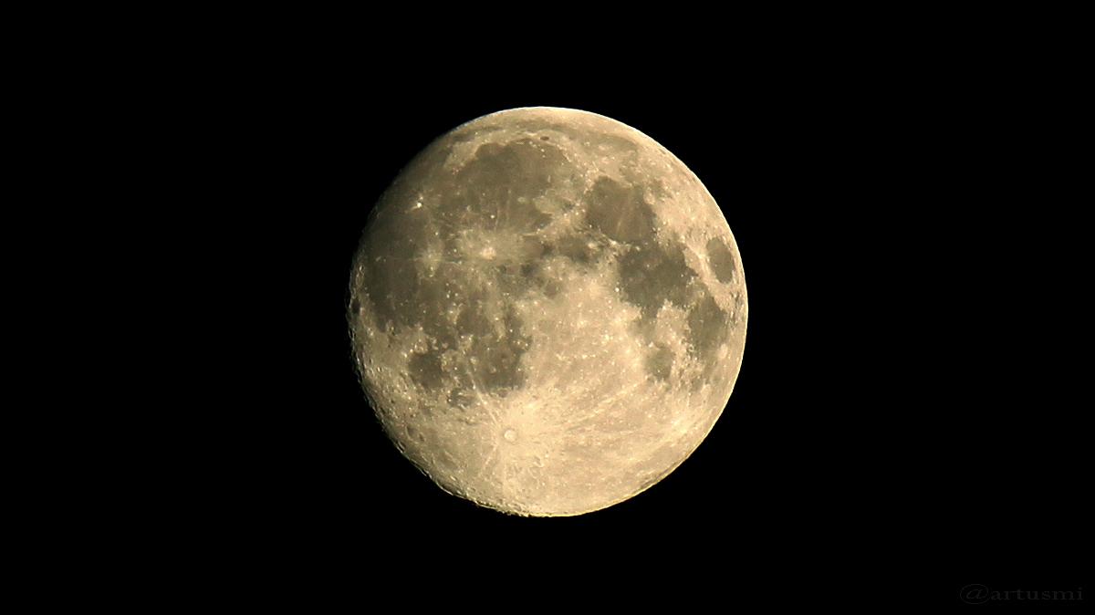 Zunehmender Mond am 19. Juni 2016 um 01:37 Uhr
