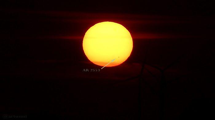 Sonnenfleckengruppe AR 2553 beim Sonnenuntergang am 19. Juni 2016 um 21:19 Uhr