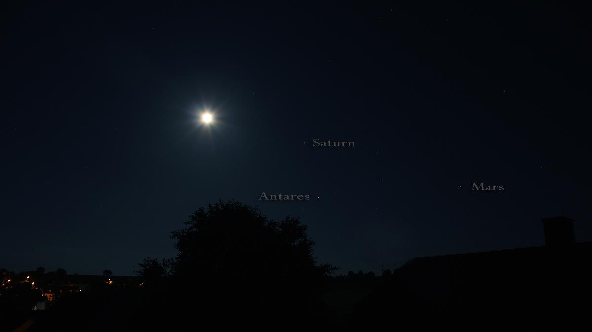 Mond, Saturn, Antares und Mars am 20. Juni 2016 um 01:18 Uhr