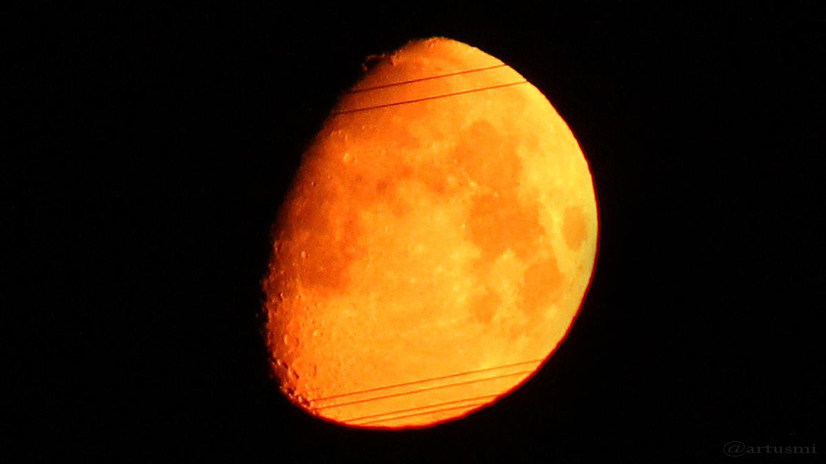 Goldener Henkel kurz vor Monduntergang