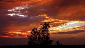 Sonnenuntergang hinter Wolken - 18. August 2016, 20:27 Uhr