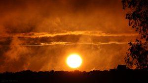 Sonnenuntergang nach Regen am 20. August 2016 um 20:18 Uhr