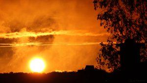 Sonnenuntergang nach Regen am 20. August 2016 um 20:19 Uhr