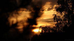 Sonne hinter Wolken am 28. August 2016 um 19:46 Uhr