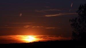Sonnenuntergang hinter Wolken am 30. August 2016 um 19:59 Uhr