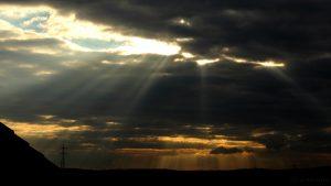 Wolkenstrahlen am Westhimmel - 5. September 2016, 18:40 Uhr