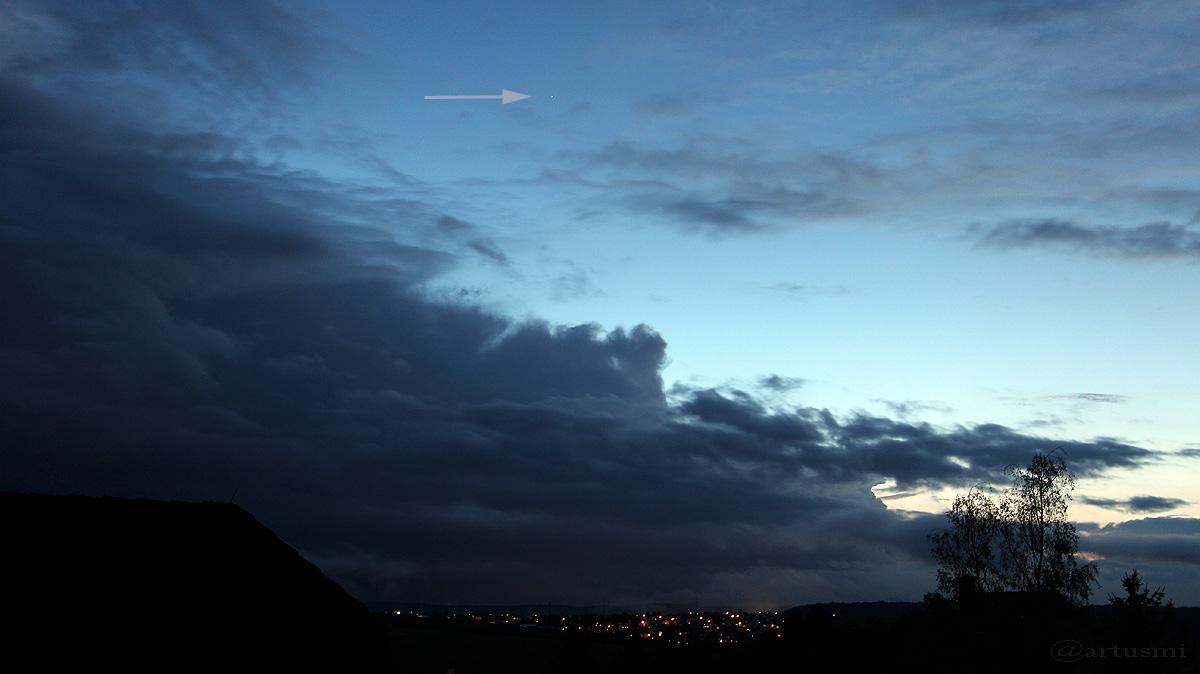 Arktur hoch über den Wolken am Westhimmel