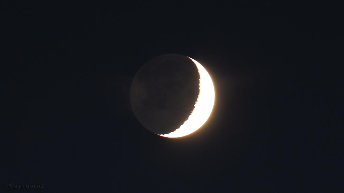 Mond mit Erdlicht am 5. Oktober 2016 um 19:40 Uhr