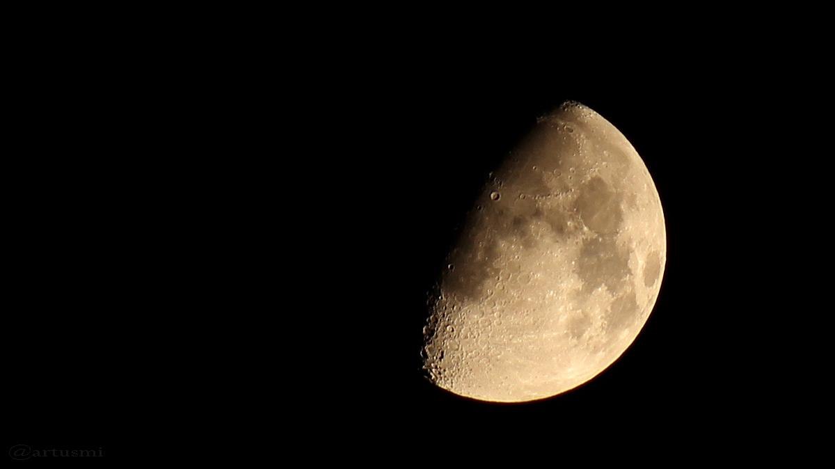 Zunehmender Mond am 10. Oktober 2016 um 21:55 Uhr