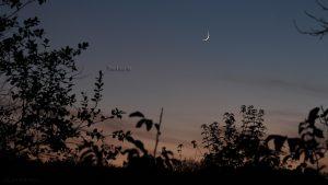 Saturn und Sichel des zunehmenden Mondes am 2. November 2016 um 17:29 Uhr