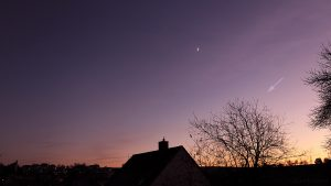 Zunehmender Mond und Venus am 4. Dezember 2016 um 16:46 Uhr