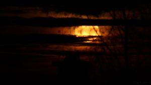 Monduntergang hinter Wolken - 13. Dezember 2016, 06:34 Uhr