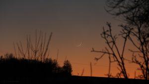 Schmale Mondsichel nach Neumond am 30. Dezember 2016 um 17:16 Uhr