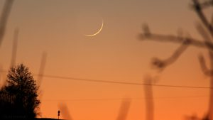 Schmale Mondsichel nach Neumond am 30. Dezember 2016 um 17:19 Uhr