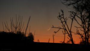 Schmale Mondsichel nach Neumond am 30. Dezember 2016 um 17:22 Uhr
