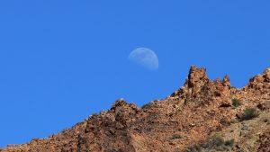 Felsformation und Mond am Guajara